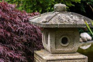 Japanische Steinlaternen